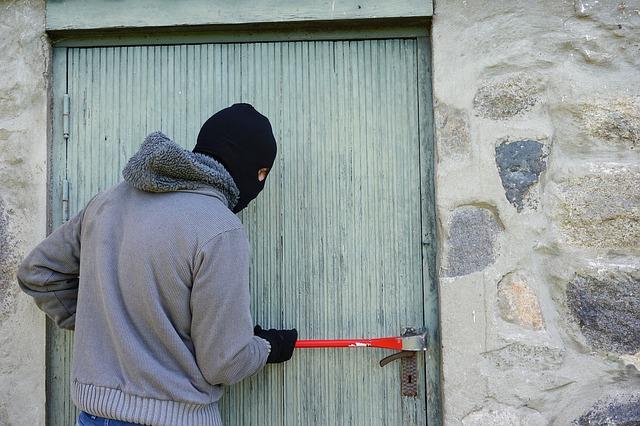 איך להגן על הבית מגנבים ופורצים
